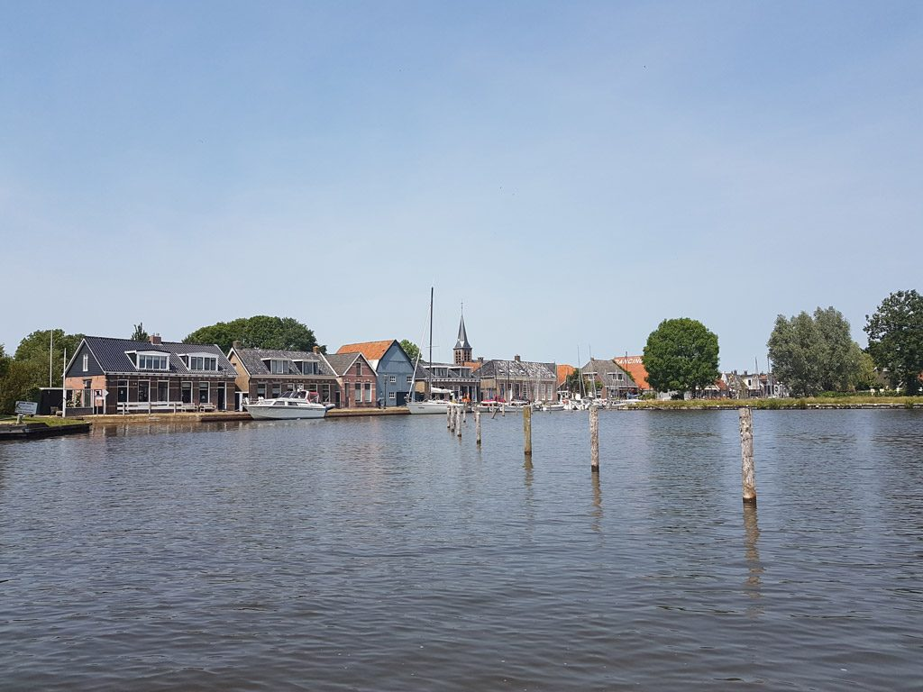 Watersport dorp Heeg vanaf het water